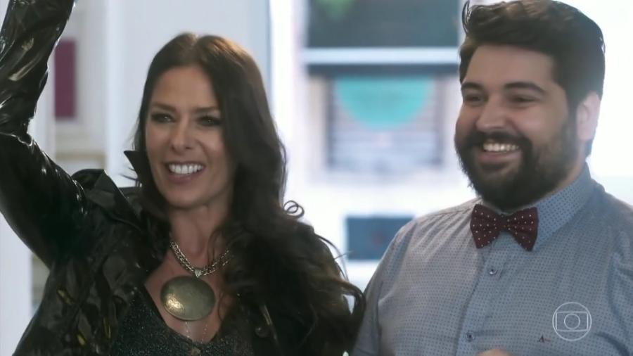 """Zelda (Adriane Galisteu) e Igor (Leo Bahia) em """"O Tempo Não Para"""" - Reprodução/TV Globo"""