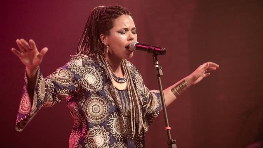 A cantora pernambucana Doralyce, amiga de Marielle Franco e autora de música sobre o assassinato da vereadora - Júlia Guimarães/Reprodução/Instagram