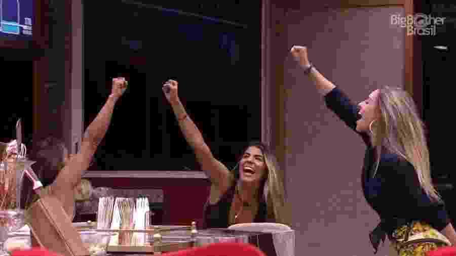 Carolina, Hariany e Paula comemoram permanência na casa - Reprodução/Globoplay
