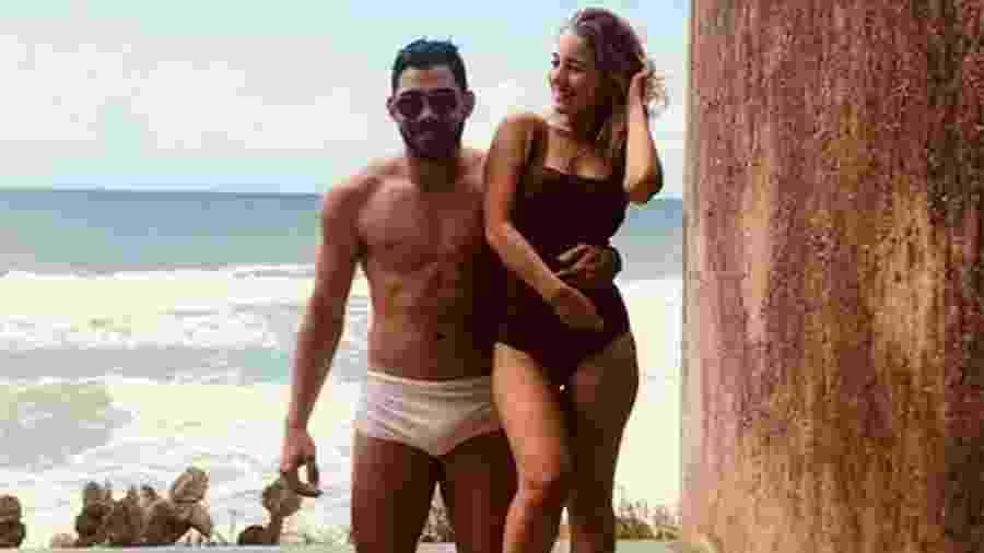 Gabriel Diniz e a namorada Karoline Calheiros - Reprodução/Instagram