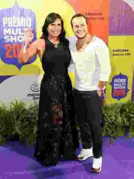 Thammy Miranda posa com a mãe, Gretchen - Divulgação