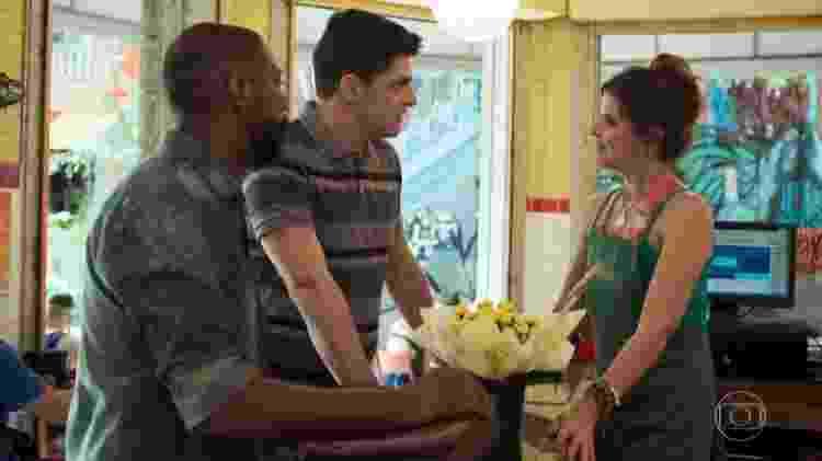 Celso e Marco disputam o amor de Carla em Malhação - Toda Forma de Amar - Reprodução/TV Globo - Reprodução/TV Globo
