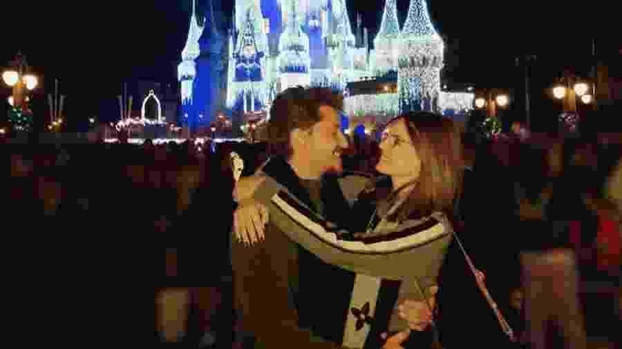 Camila Queiroz e Klebber Toledo na Disney - Reprodução/ Instagram