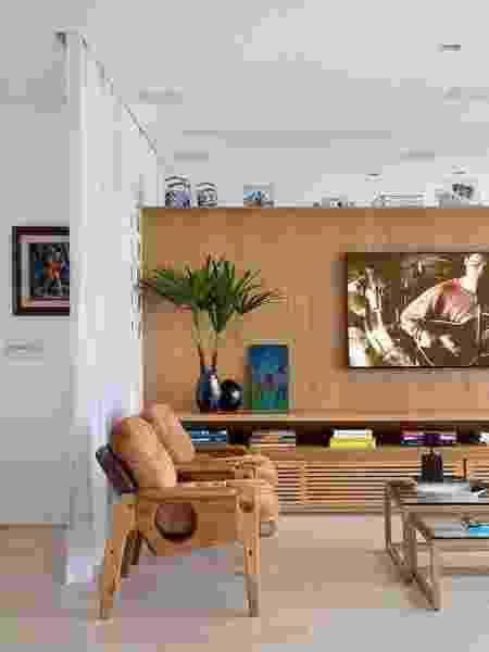 Painel de madeira é item neutro que combina com diversas cores de pintura na parede - Reprodução/Pinterest