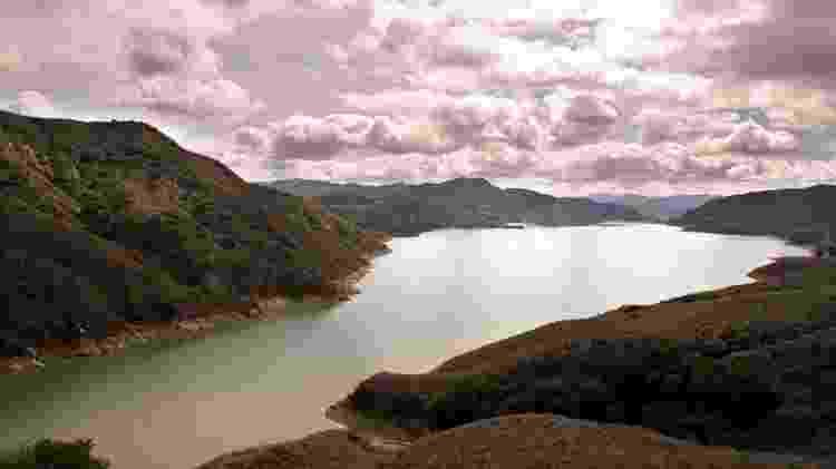 Lago Piru, local em que o filho de Naya foi encontrado - Ricardo DeAratanha/Los Angeles Times via Getty Images - Ricardo DeAratanha/Los Angeles Times via Getty Images