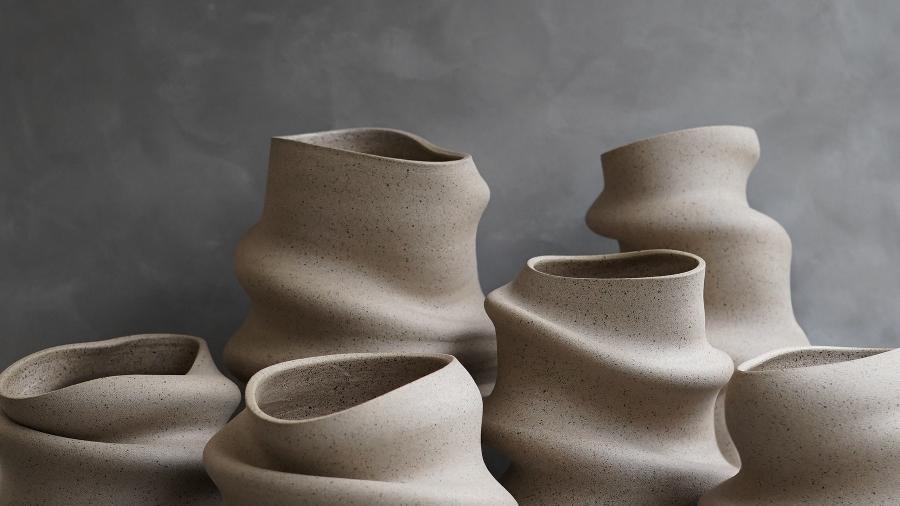 Vasos disformes, por Claudia: artista trabalhava como designer gráfica - Divulgação