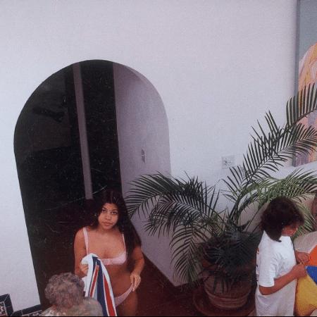 Kourtney Kardashian em foto de 1994 - Reprodução / Instagram
