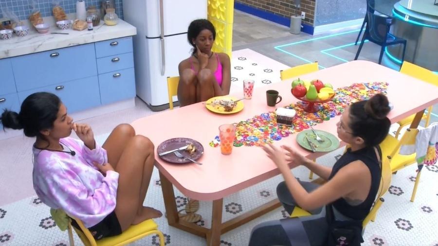 BBB 21: Pocah, Camilla e Juliette conversam na cozinha da xepa - Reprodução/ Globoplay