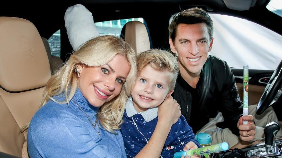 Karina Bacchi e Amaury levaram o filho para ver um espetáculo drive-in em São Paulo - Marcos Ribas/Brazil News