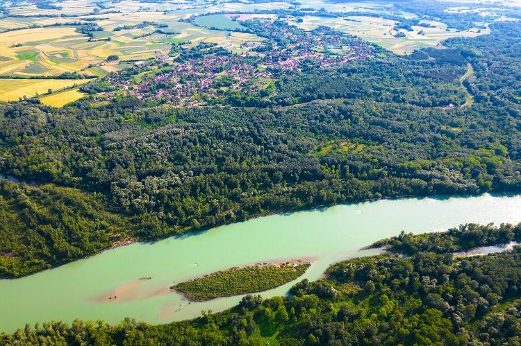 Veduta aerea del fiume Trava e del villaggio di Legrat in Croazia - Getty Images / iStockPhoto - Getty Images / iStockPhoto