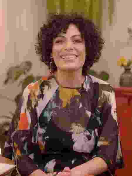 Fabi Gomes durante entrevista com Paula Fernandes - UOL  - UOL
