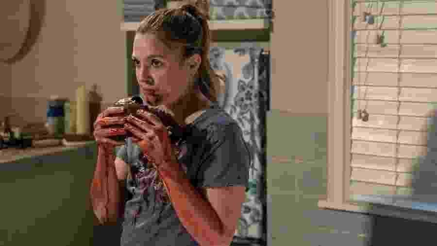 Drew Barrymore é Sheila, que se alimenta de carne humana, em Santa Clarita Diet - Divulgação