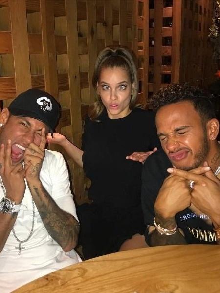 Neymar curtiu folga do campeonato francês com Lewis Hamilton e a modelo Barbara Palvin - Reprodução/Instagram/@neymarjr