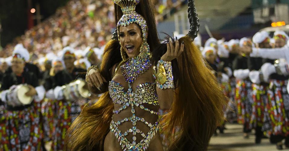 Gracyanne Barbosa é a rainha de bateria da União da Ilha