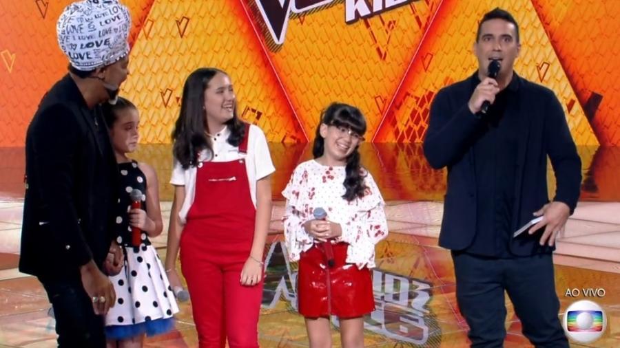 """André Marques no palco do """"The Voice Kids"""" deste domingo (18) - Reprodução"""