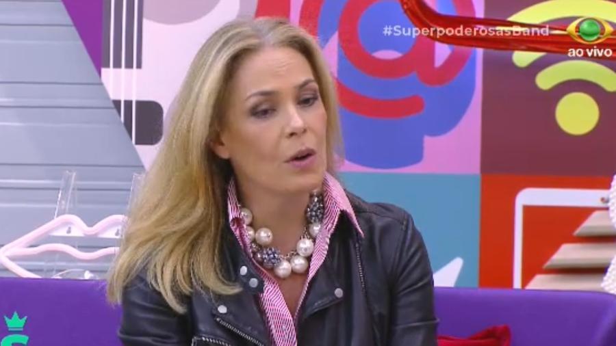 """Carolina Ferraz durante o programa """"Superpoderosas"""" - Reprodução/Band"""