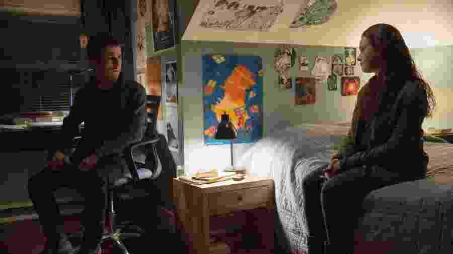 "Clay (Dylan Minnette) e Hannah (Katherine Langford) em cena da segunda temporada de ""13 Reasons Why"" - Beth Dubber/Netflix"