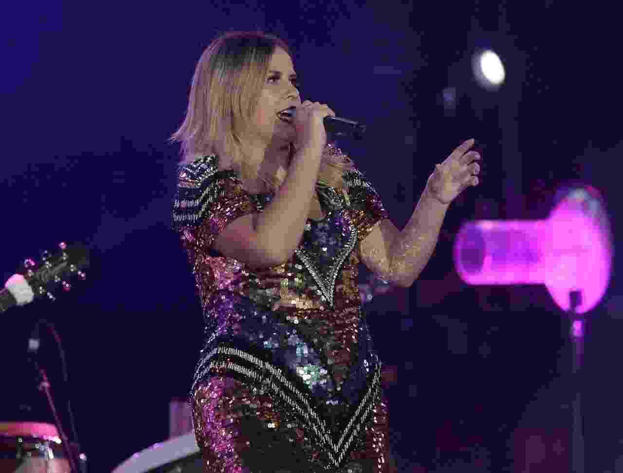 De vestido brilhoso, Marília Mendonça canta seus sucessos na 63º Festa do Peão de Barretos no sábado (18) - Francisco Cepeda/AgNews