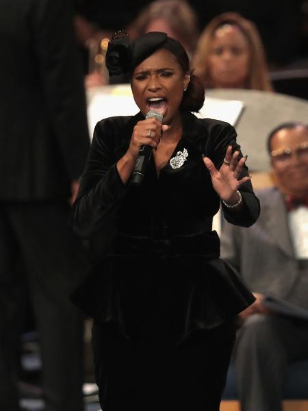 Jennifer Hudson canta no funeral de Aretha Franklin em Detroit, nos Estados Unidos - Scott Olson/Getty Images