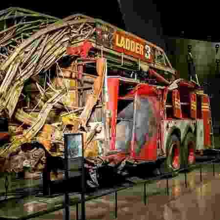 Carro de Bombeiros incendiado no 11 de Setembro - Reprodução/Facebook