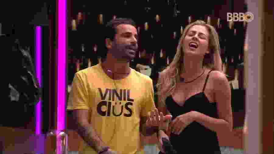 Isabella e Gustavo acordam reclamando de participantes - Reprodução/TvGlobo