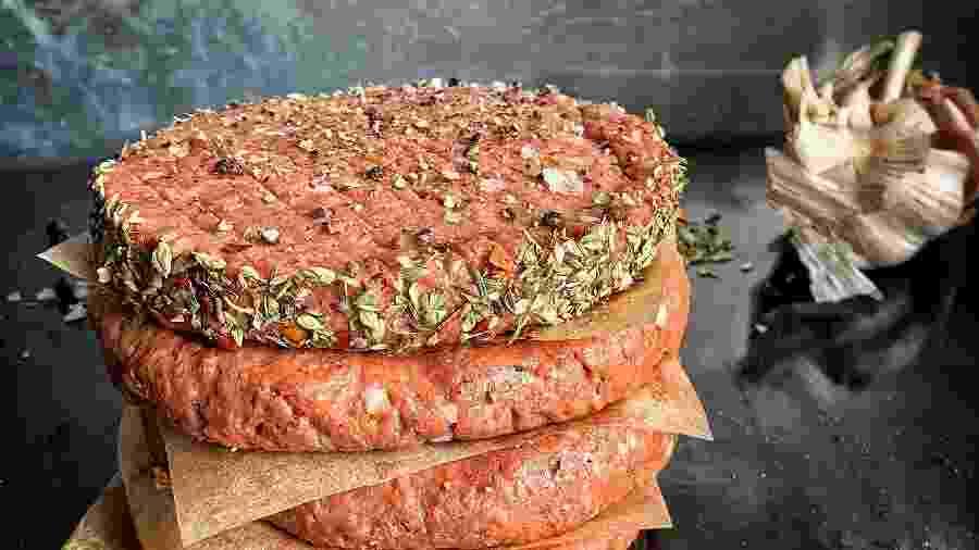 """A """"carne de planta"""" é a imitação do alimento de origem animal   - LikeMeat/Unsplash"""