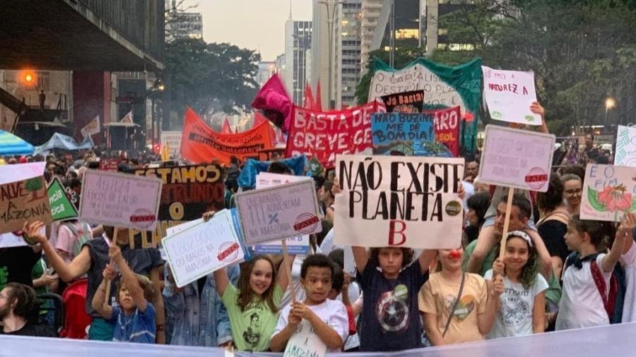 """Protesto em 2019; famílias criaram um """"palanque"""" das crianças pelo futuro no Masp, na Avenida Paulista, em São Paulo - Reproduçaõ"""