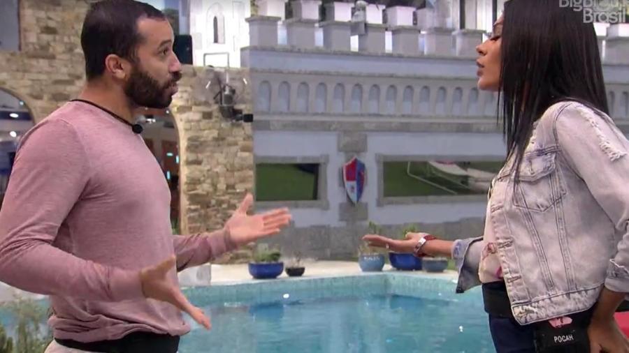 BBB21: Pocah e Gilberto discutem na área externa - Reprodução/Globoplay
