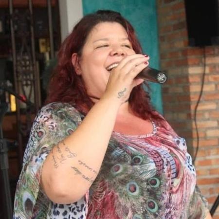 Cantora Cláudia Garcia, de 49 anos, morre de covid-19 em Goiânia
