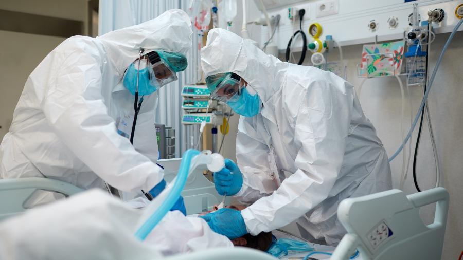 Proposta dispensa licitação para a compra de insumos e medicamentos de eficácia comprovada no combate à covid-19 - iStock