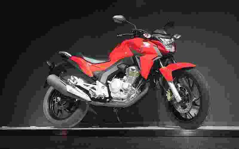 Honda CB 250 Twister - Doni Castilho/Infomoto