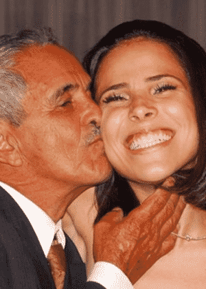 Wanessa Camargo publica foto antiga sendo beijada pelo avô, Francisco - Reprodução/Facebook/Wanessa