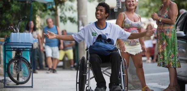 """Juan Paiva usa cadeira de rodas em """"Totalmente Demais"""", novela das sete da Globo - Estevam Avellar/TV Globo"""