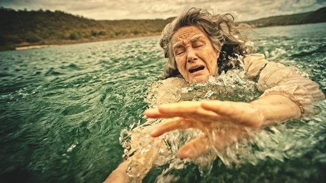 Encarnação se joga no rio São Francisco para tentar embarcar no Gaiola Encantado