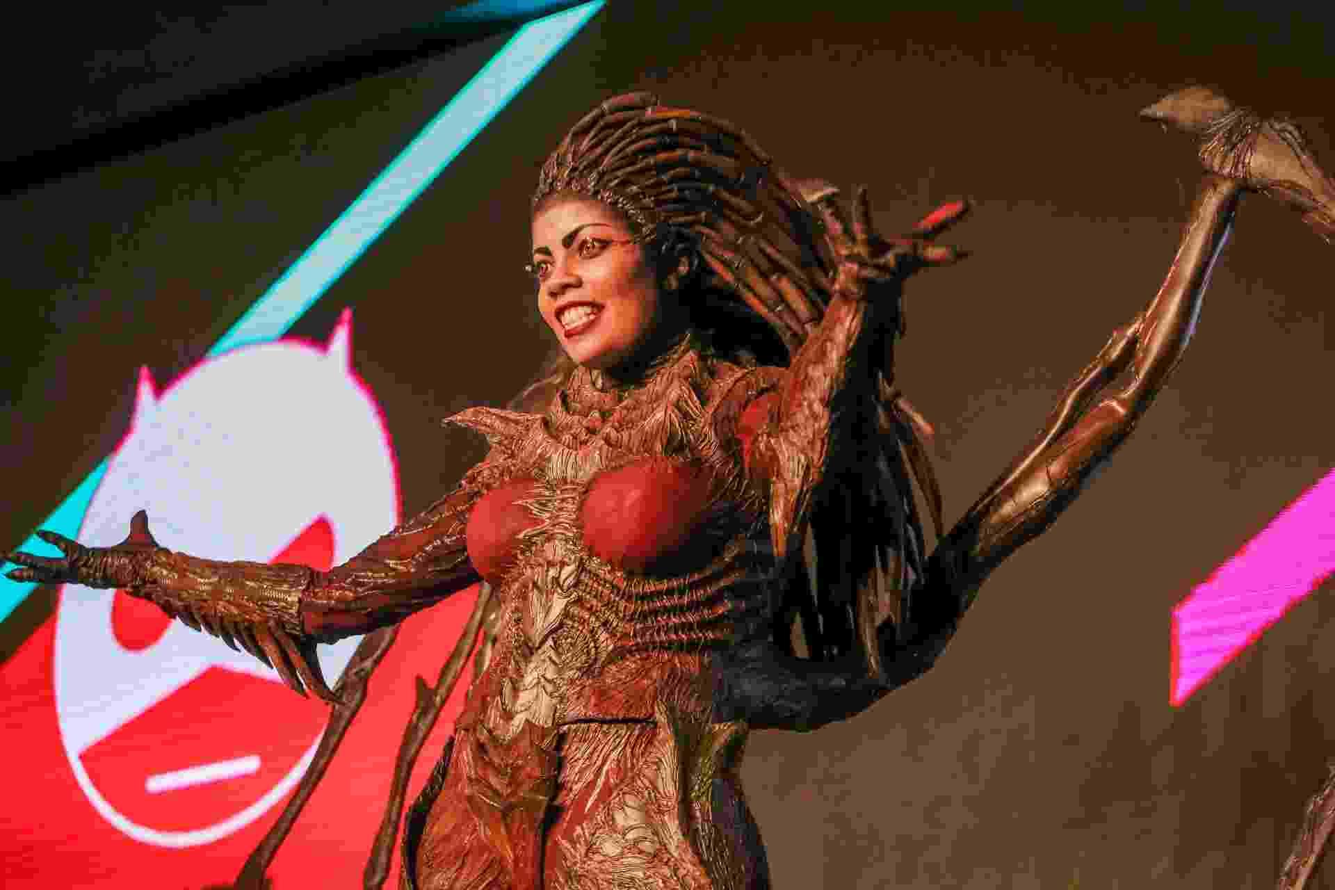 "4.dez.2016 - Com fantasia de Kerrigan de ""Starcraft 2"", Jaqueline Fernandes ganhou o concurso de cosplay na CCXP (Comic Con Experience) - Edson Lopes Jr./UOL"