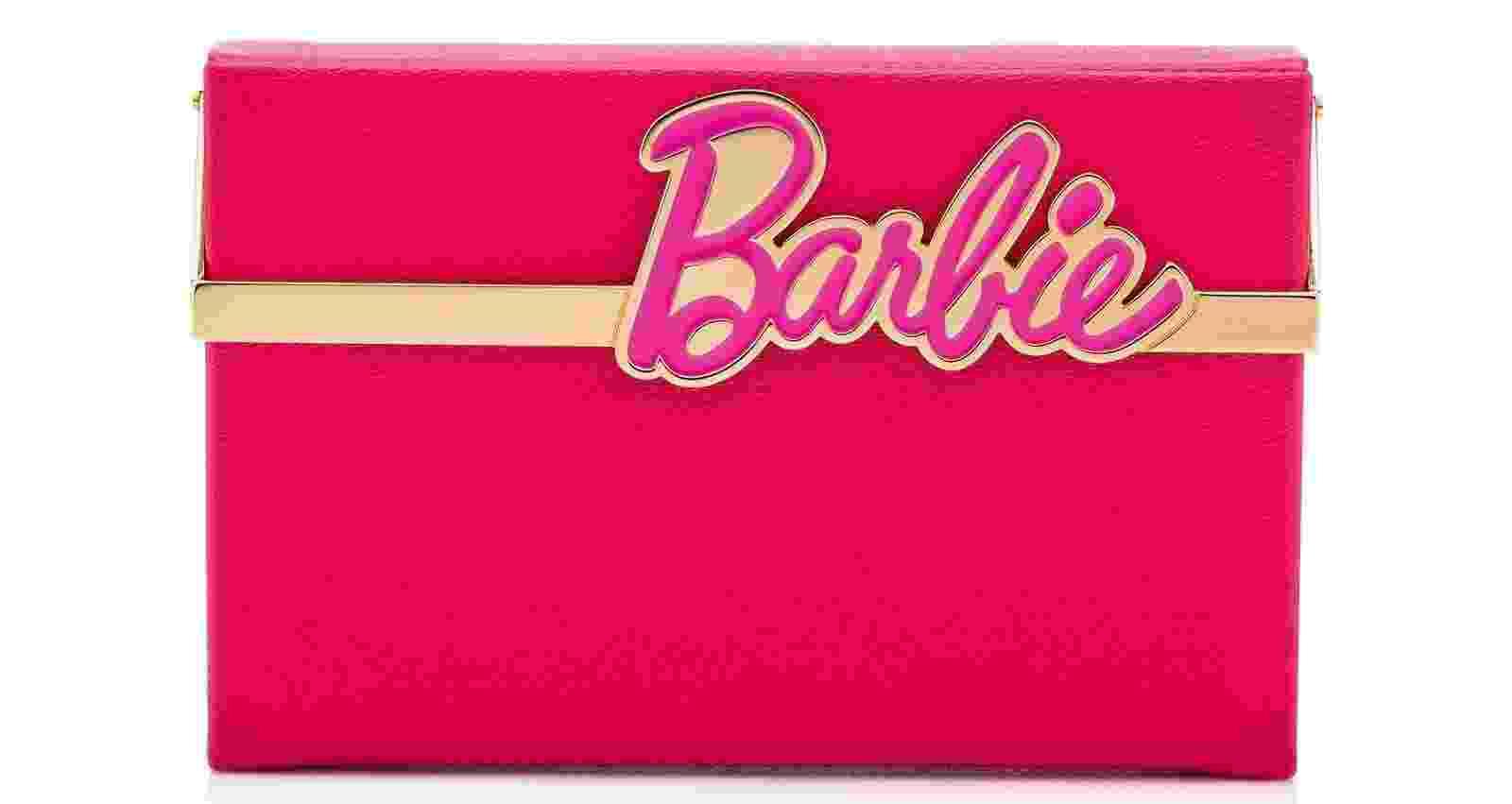 """Adora rosa? Sonha em ser uma Barbie? Que tal uma bolsa de festa desenhada por Charlotte Oympia (us.charlotteolympia.com) chamada """"Barbie Vanina""""? A clutch de acrílico está à venda no site da designer e sai por US$ 1.195 ou R$ 3.884,59 (cotação do dia 30.dez.2016) - Divulgação"""