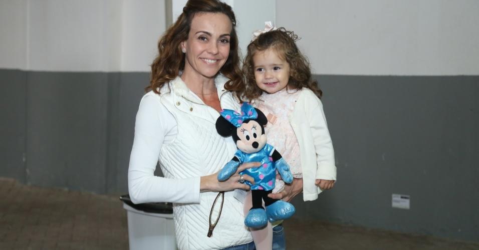 Flávia Monteiro com a filha, Sophia, no Disney On Ice