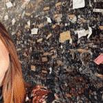 """Marina Ruy Barbosa também publicou uma selfie tirada na parede cheia de corações e iniciais dos nomes de casais em Verona, na Itália, cidade onde se passa a história de """"Romeu e Julieta"""" - Reprodução/Instagram/marinaruybarbosa"""