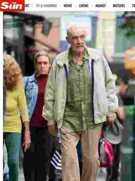 Sean Connery é visto saindo de uma barbearia em Nova York em maio deste ano - Reprodução/The Sun