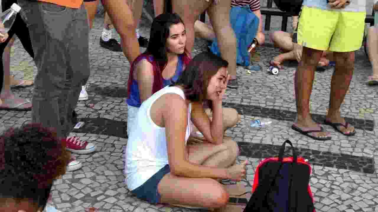 Esperando a estrela na porta do hotel Fasano, no Rio, fãs de Lady Gaga tem o pior dia vida com cancelamento do show dela no Rock in Rio - Marcela Ribeiro/UOL