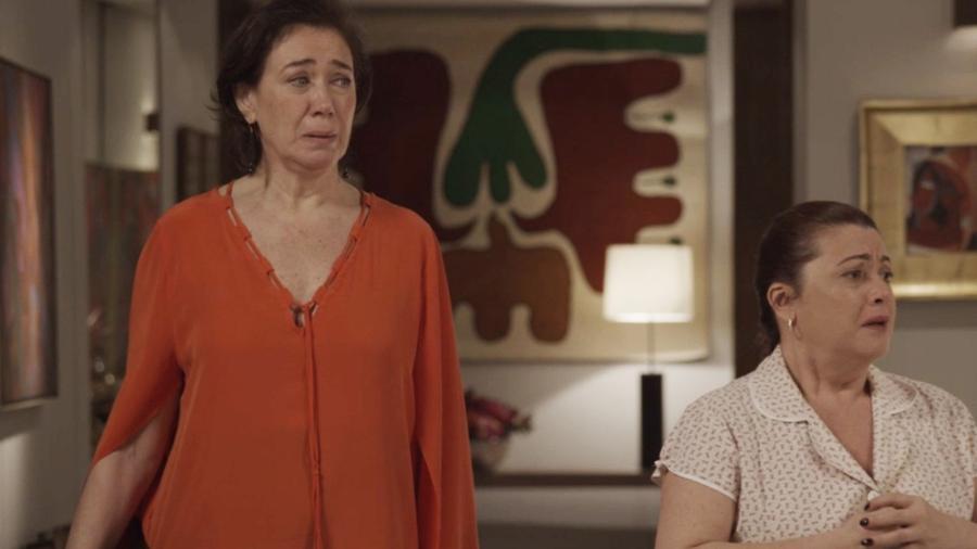 """Silvana (Lilia Cabral) e Dita (Karla Karenina) se desesperam com a ação do agiota em """"A Força do Querer"""" - Reprodução/GShow"""