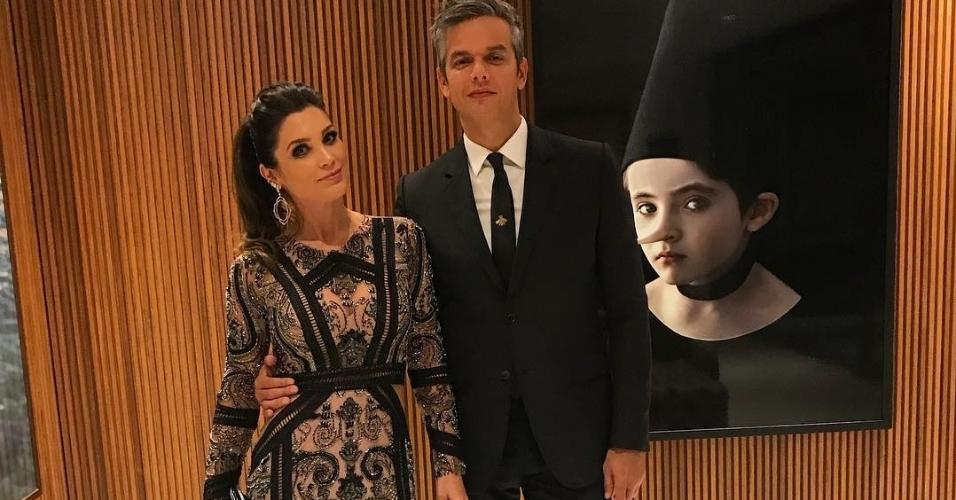 Flávia Alessandra, vestindo PatBo, e Otaviano Costa