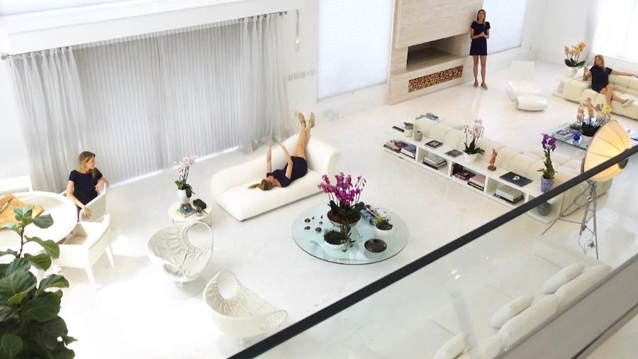 Ana Hickmann brinca com sua sala gigantesca - Divulgação