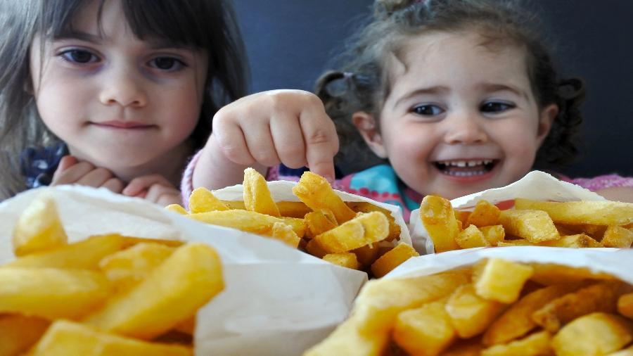 Segundo a Abeso, estima-se que 15% das crianças brasileiras estejam com sobrepeso ou obesas - Getty Images
