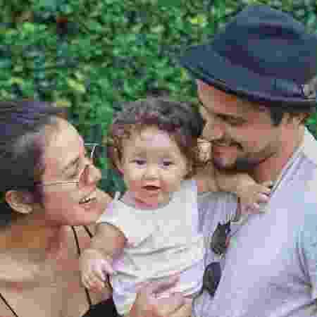 Yanna Lavigne e Bruno Gissoni com a filha, Madalena, de 2 anos.  - Reprodução/Instagram
