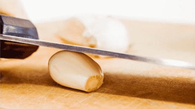 O alho é um dos temperos mais usados pelos brasileiros - GETTY IMAGES
