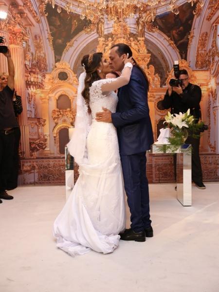 Frank Aguiar se casa com a estudante Caroline Santos - Deividi Correa/AgNews