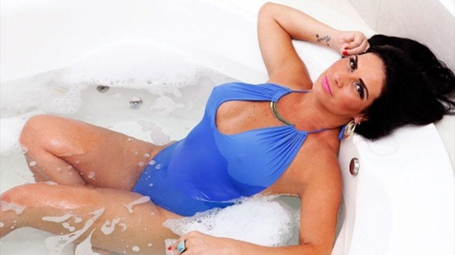 Eterna musa da banheira do Gugu, Solange Gomes, hoje com 44 anos, exibe boa forma - Reprodução/Instagram