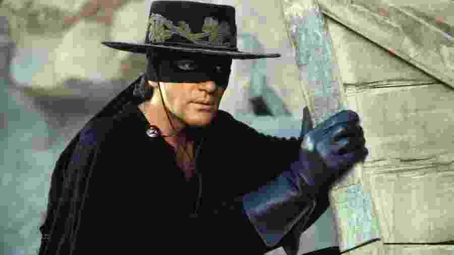 """Antonio Banderas em """"A Máscara do Zorro"""" - Reprodução"""