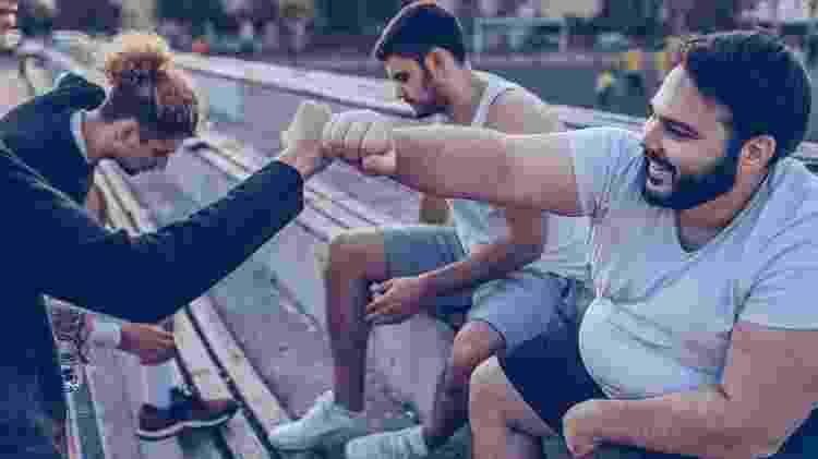 O esporte promove a interação com outras pessoas e a melhora nos relacionamentos sociais - iStock